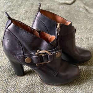 FRYE black leather ankle boots sz. 6.5